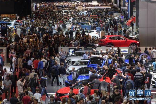 日内瓦车展周末吸引大量观众(组图)