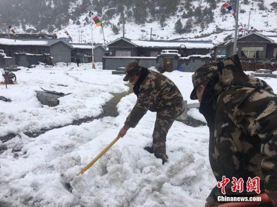 新一轮雨雪天气造访全国 局地降温幅度可达10℃