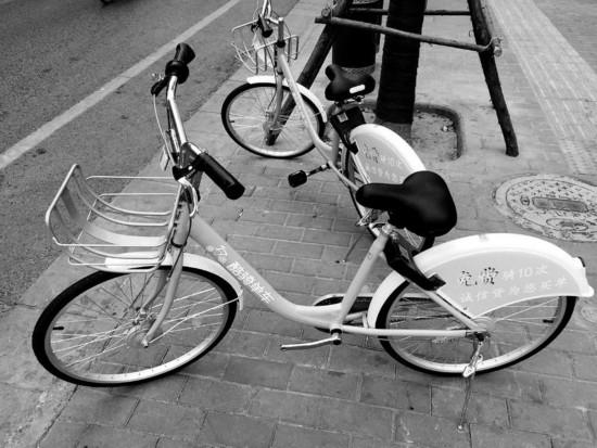 卸脚蹬掏车轮内胎共享单车屡遭破坏 市民呼吁给不文明行为上把锁