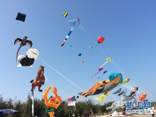 """中国侨网3月10日泰国国际风筝节中,被搬上蓝天的""""深海世界""""。"""