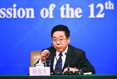 陈宝生:义务教育延伸到12年条件还不具备