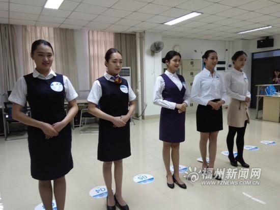 厦门航空在福州高校面试空乘 近两千名高颜值美女帅哥扎堆竞聘