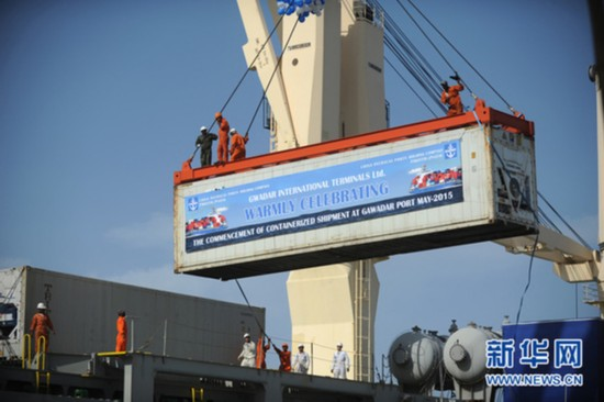 A shipping container is being loaded onto a ship at Gwadar Port. [Photo: Xinhua]