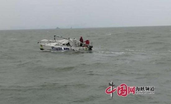 厦门一帆船桅杆断裂发紧急求救信号 五人获救