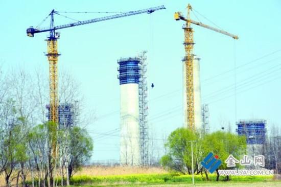 镇江长江大桥北岸首个引桥段空心墩封顶
