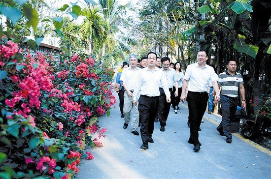 严朝君:建设有产业支撑的美丽乡村和特色风情小镇