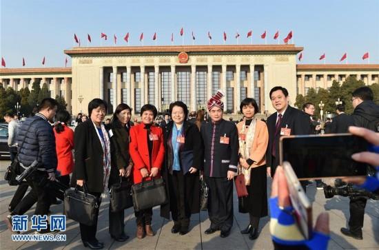 (两会・人大闭幕・新华网)(2)十二届全国人大五次会议在北京闭幕