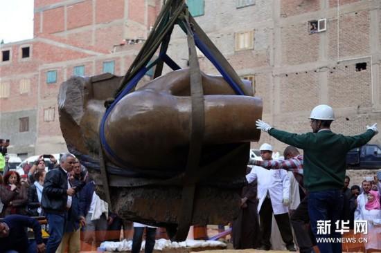 (国际)(3)开罗出土巨型雕像残块 考古学家推断属拉美西斯二世雕像