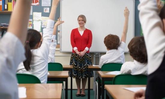 """英国政府拟试行""""快乐课程"""" 帮助青少年应对负面情绪"""