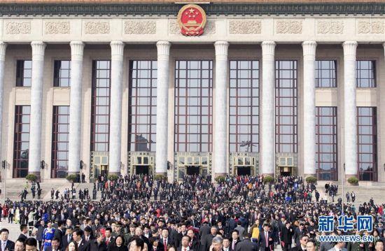 (两会・人大闭幕)(17)十二届全国人大五次会议在北京闭幕