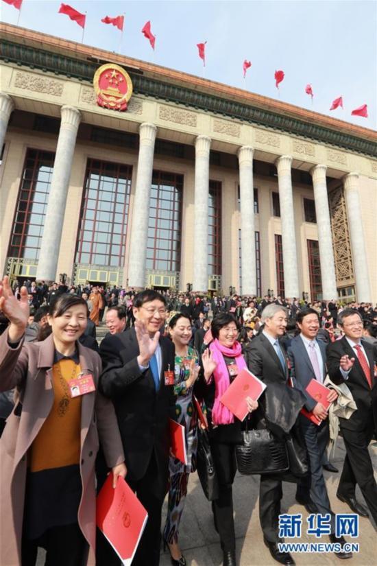 (两会・人大闭幕)(16)十二届全国人大五次会议在北京闭幕