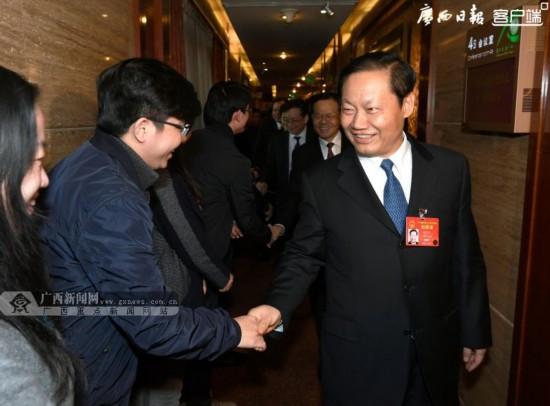 彭清华陈武看望慰问全国两会新闻工作者和广西代表团驻地工作人员