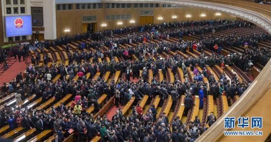 (两会・人大闭幕)(10)十二届全国人大五次会议在北京闭幕