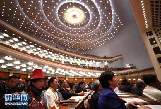 (两会・人大闭幕)(4)十二届全国人大五次会议在北京闭幕