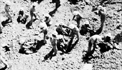 在盛夏地表温度达五六十摄氏度、严冬气温至零下30多摄氏度的罗布泊戈壁上,5000多名工程兵日夜苦战。