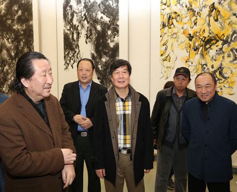 中国国家画院院长杨晓阳(左)、艺术家蔡智(中)、中国国家画院常务副院长卢禹舜(右)