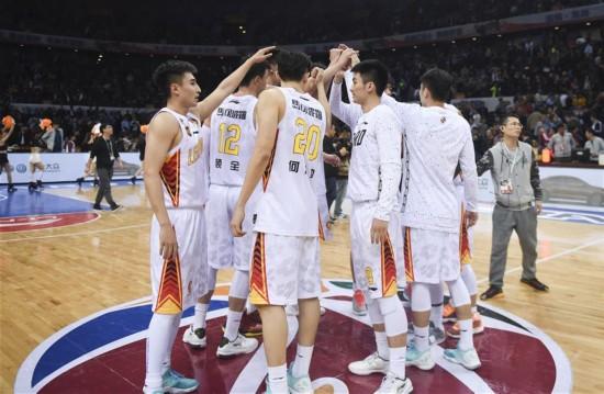 (体育)(1)篮球――CBA半决赛第三场:深圳胜广东