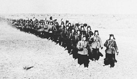 1958年中央军委决定在甘肃酒泉设立特种工程指挥部,陈士榘上将率领十万大军开进了广袤无垠的戈壁滩。