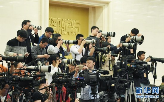 (两会・总理记者见面)(2)李克强总理与中外记者见面