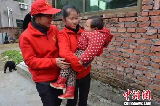 """小义工有大善举浙江诸暨""""义二代""""平均年龄11岁"""