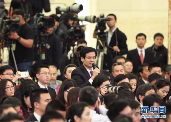 (两会・新华网)(2)李克强总理与中外记者见面