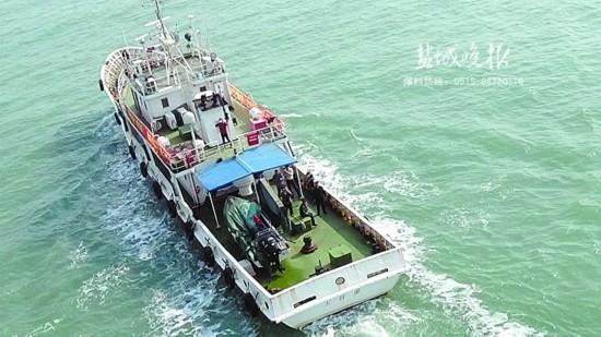盐城海上搜救中心多方协调 直升机救助渔民