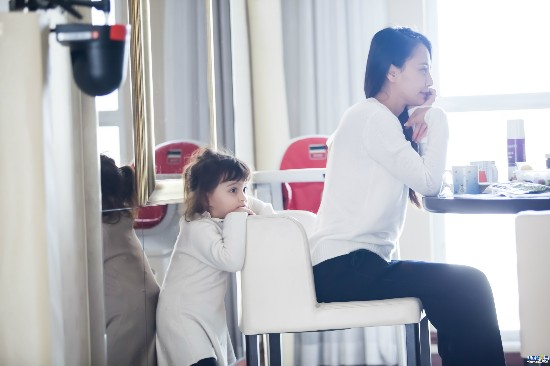 马雅舒加盟《妈妈是超人2》 混血儿女颜值曝光