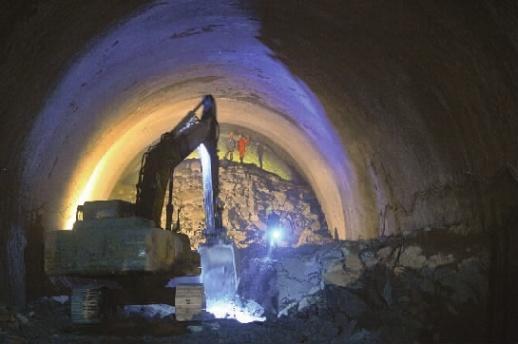 长株潭际铁路西延线 尖山段隧道正式贯通