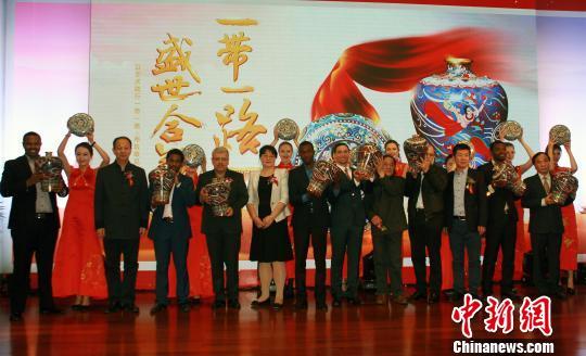 景泰蓝新作《盛世合瓶》被赠予十余丝路沿线国家