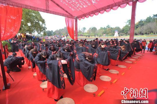 百位中外青年聚重庆长寿湖体验中华传统成人礼