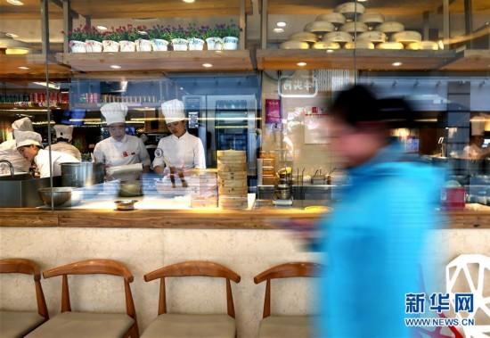 """(社会)(1)上海实施""""明厨亮灶"""" 消费者可以看后厨"""