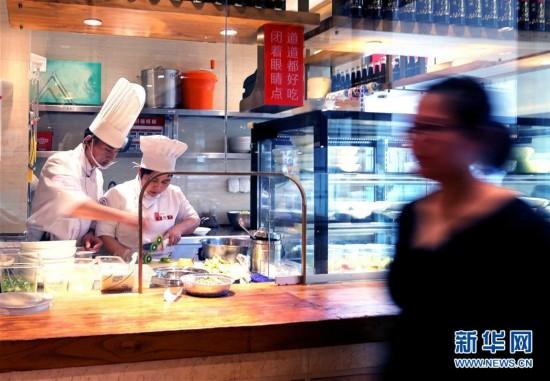 """(社会)(2)上海实施""""明厨亮灶"""" 消费者可以看后厨"""