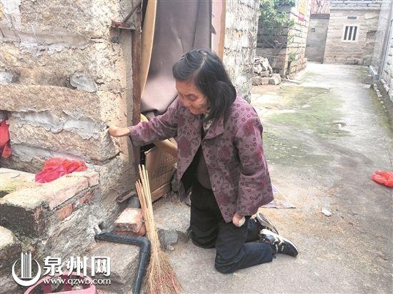 82岁阿婆无手无脚跪行70年 书写坚强人生