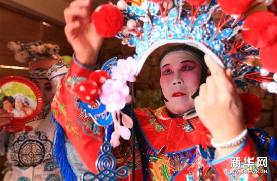 #(XHDW)(3)山东沂南:百年传唱的弦子戏