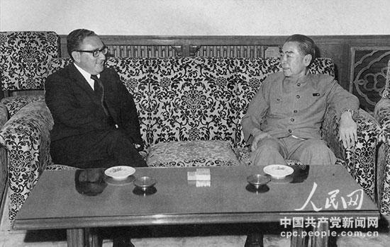 1971年7月,周恩来会见秘密来华访问的美国总统国家安全事务助理亨利・弗雷德・基辛格。