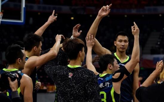 (体育)(1)篮球――CBA半决赛第五场:广东胜深圳