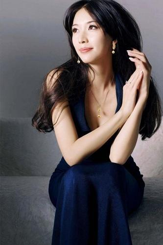 林心如、舒淇、天心等大龄剩女都已经步入婚姻殿堂,42岁的林志玲至今还是单身无人取娶啊,这是为什么呢?