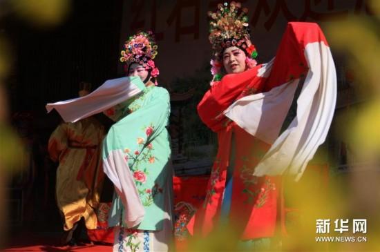 #(XHDW)(1)山东沂南:百年传唱的弦子戏