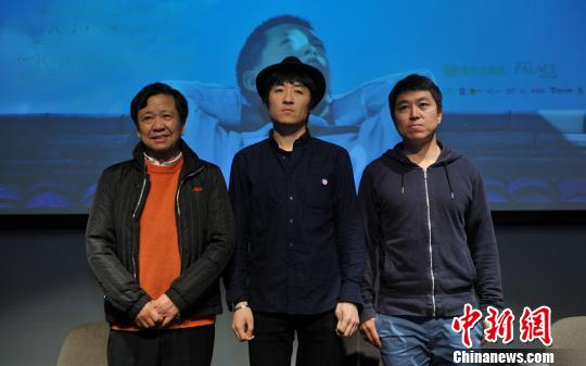 导演张大磊携电影《八月》主演张晨现身成都