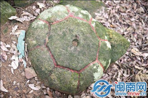 泉州九日山发现圆弧形石盖 疑似高僧舍利塔构件