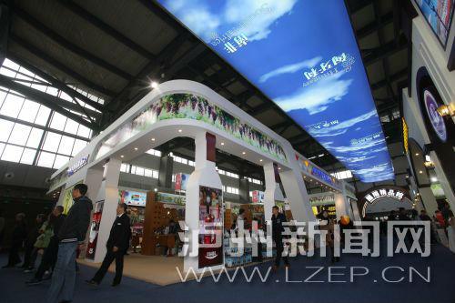 3月20日 酒博会现场 市民逛展热情不减 记者 刘林 摄