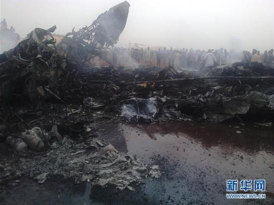 (外代一线)(1)南苏丹一架小型客机着陆时失事