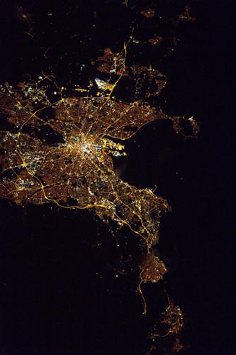 宇航员拍都柏林夜景:灯火点亮城市 流光璀璨(图)