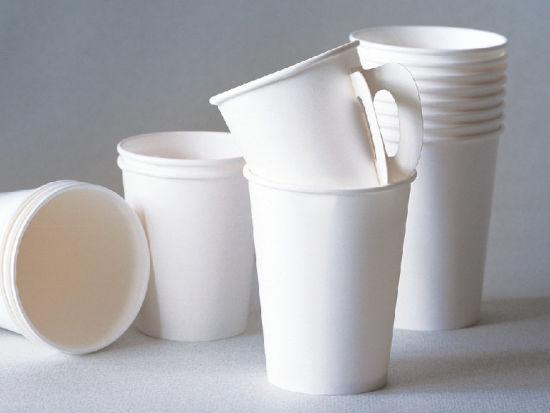 3种杯子喝水或致癌 塑料水杯最易藏污纳垢