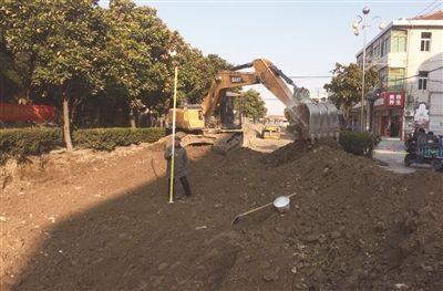 南通海门区镇改造老化道路 实施雨污分流