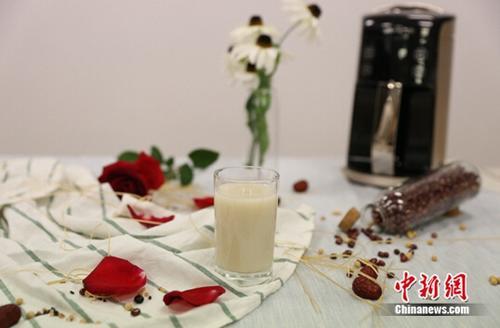 女人想变美、延缓衰老 到底该喝豆浆还是牛奶?