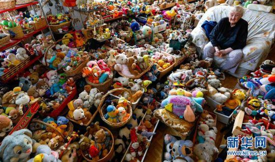 收藏两万件玩具的比利时老人