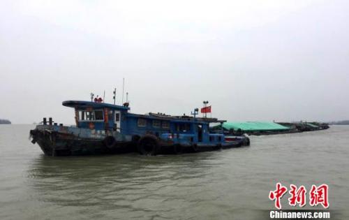 我国取消内河航行船舶进出港签证 实施报告制度