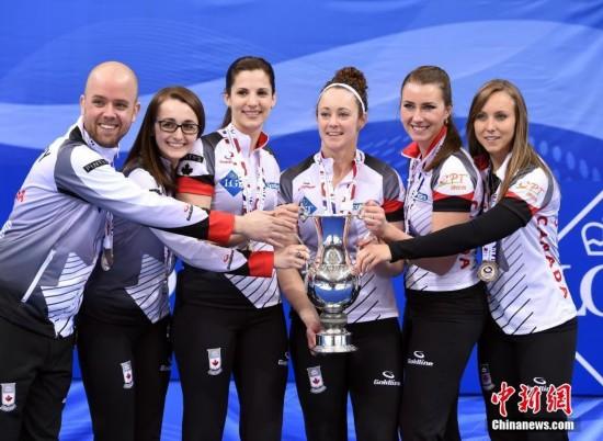 女子冰壶世锦赛 加拿大队夺得冠军