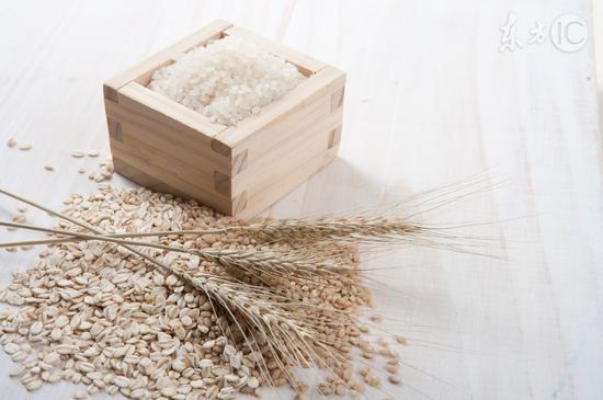 男人吃燕麦有意想不到的功效